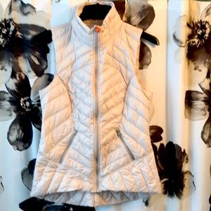 EXcllent condition cream Lululemon vest, 10